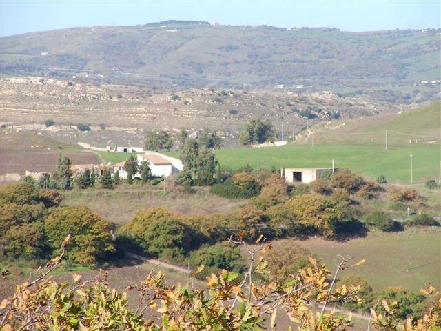 casa + costruzione grezza + 2 ettari di terreno