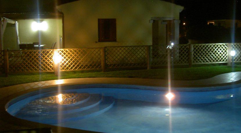 piscina notturna4